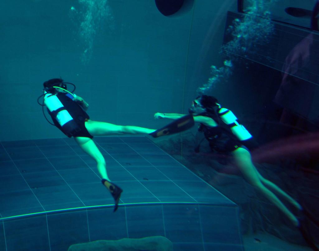 Immersioni nella piscina Y 40 hotel Millepini a Montegrotto Terme