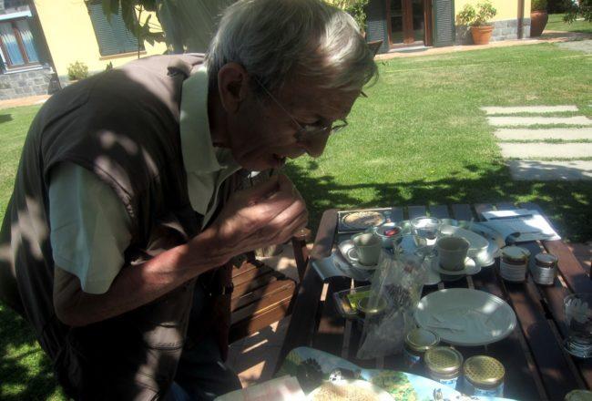 Assaggiando il miele al Laghello di Amina a Framura