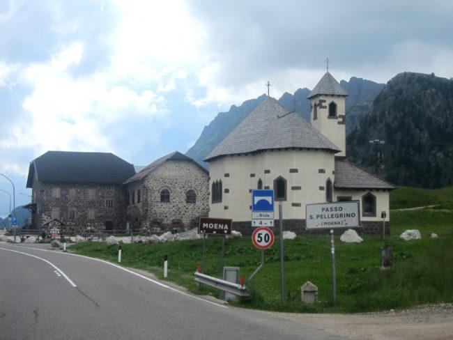 Il Passo di San Pellegrino, la chiesa e l'antico ospizio