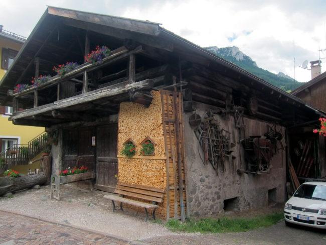 Veccho tabià al Rione Turchia di Moena
