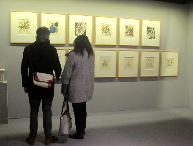 Visitatori alla mostra Kandinsky Cage