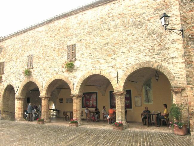 Sotto i portici di Moresco