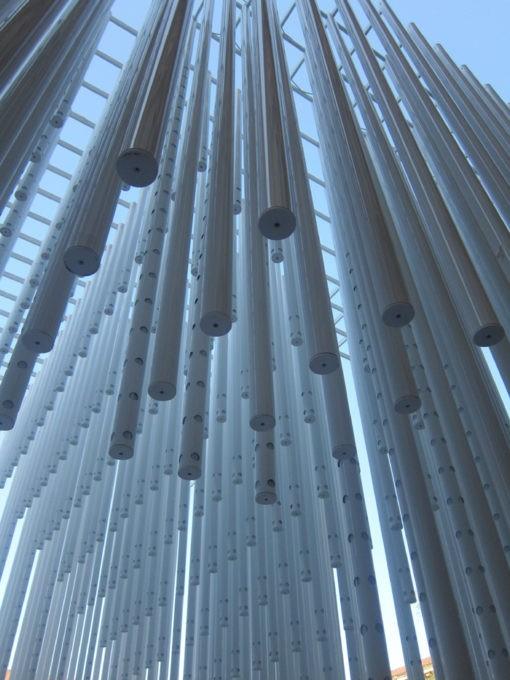 Fuorisalone del Mobile Milano gabbia di tubi