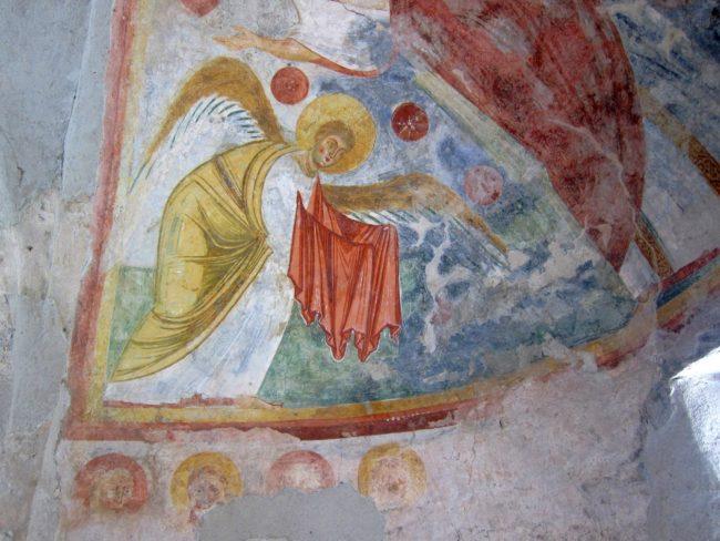 Angelo nell'abside di San Fedelino