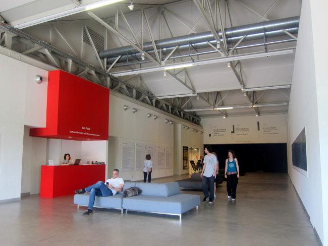 hangar bicocca atrio ingresso