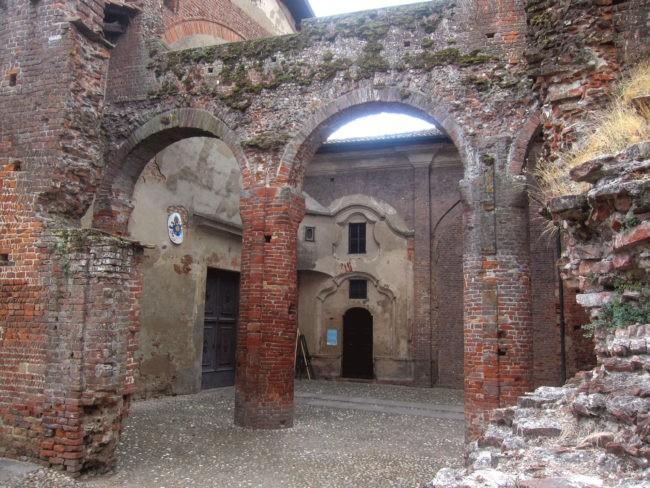entrata basilica di Lomello