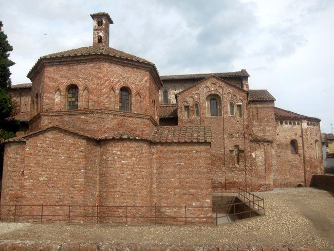 esterno basilica di Lomello