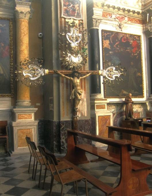 Antico crocefisso processionale nella chiesa di Bonassola