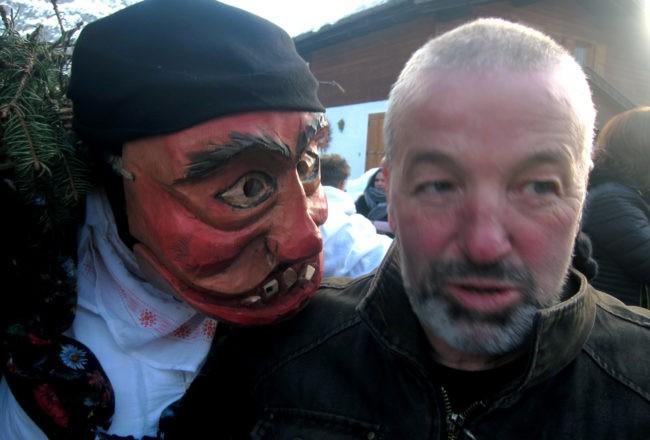 maschera di vecchia al carnevale di sappada