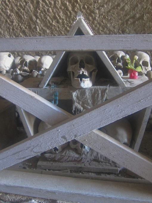 cimitero delle fontanelle napoli