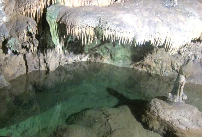 acqua nella grotta su mannau