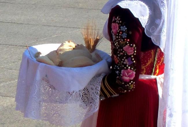 cavalcata sarda pane
