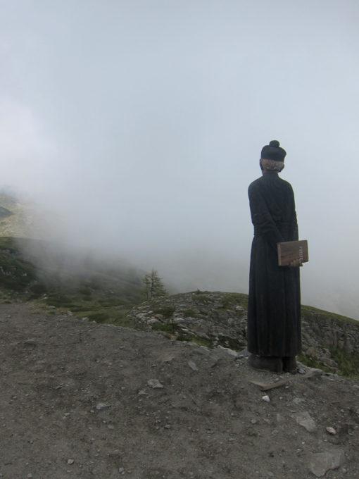 statua prete rifugio mont fallere