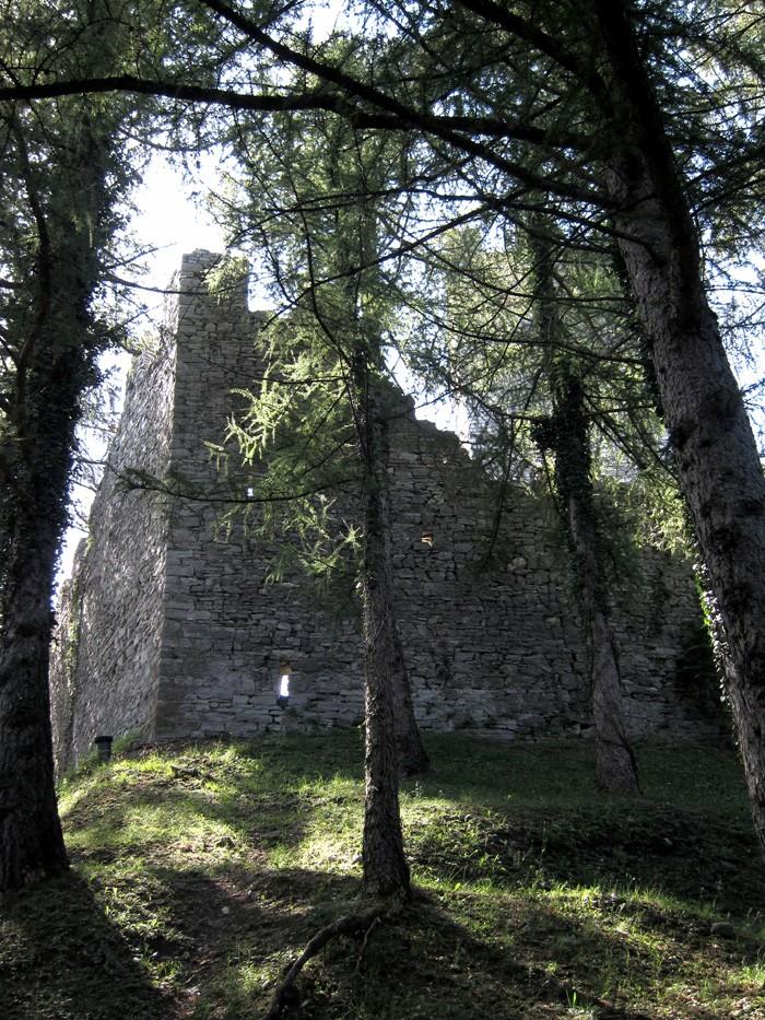 Castello di Vezio esterno