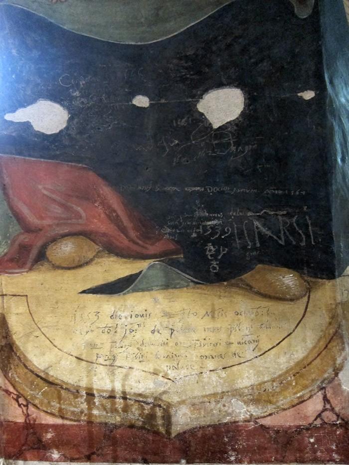 particolare graffiti chiesa di Baceno del '500